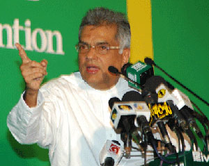 VIDEO: UNP protest also to send KP in and take Fonseka out, says Ranil