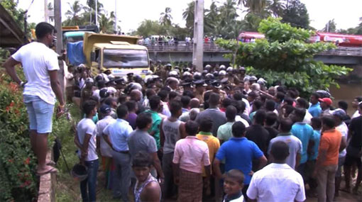 Tense situation in Muthurajawela over garbage row