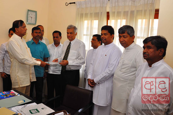 VIDEO: UPFA provincial councilor joins UNP
