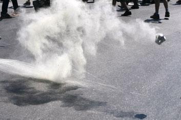 VIDEO: Police fire tear gas at Weliweriya protest