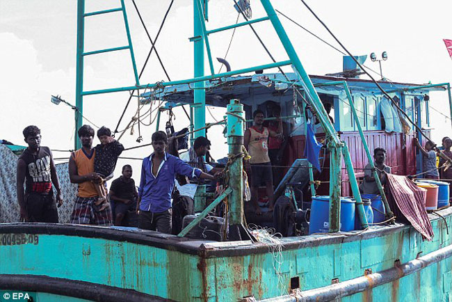 Indonesia ushers boat carrying Sri Lankans to Australia