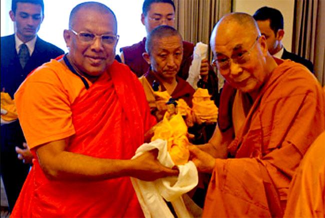 Dalai Lama meets Sri Lankan monks for dialogue