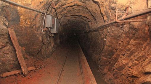 60 workers begin protest inside Kahatagaha mine