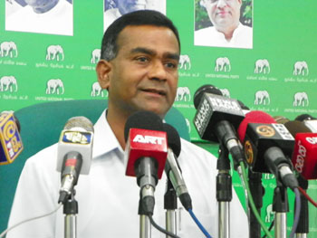 VIDEO: Pillay's request to remove D.S. Senanayake statue was govt. lie - UNP