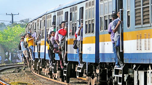 Hawkers no longer allowed inside trains