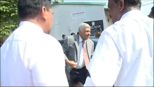 PM arrives at the Bond Commission