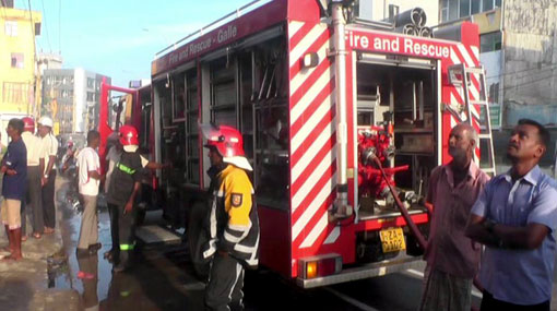 Fire breaks out at department store in Galle