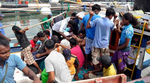 Navy arrests 78 Australia-bound boatpeople