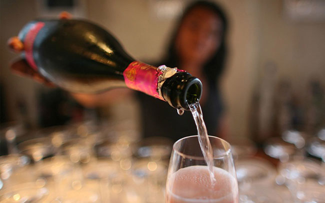 Gazettes permitting women to buy alcohol withdrawn