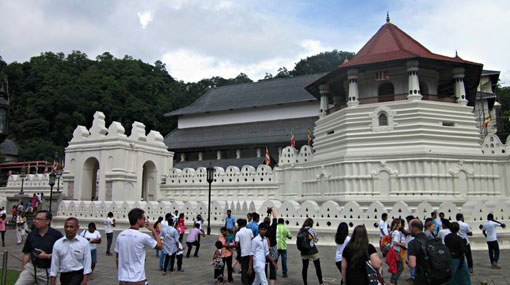 Tourists can use passports as a pass during curfew in Kandy