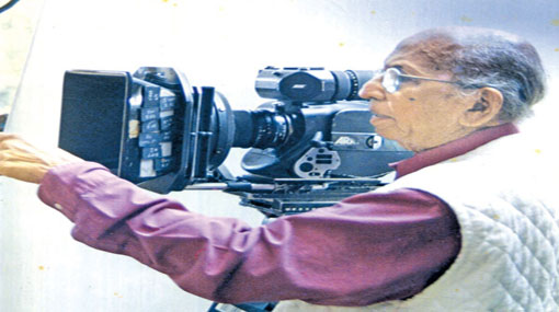 Veteran film director Dr. Lester James Peiris passes away