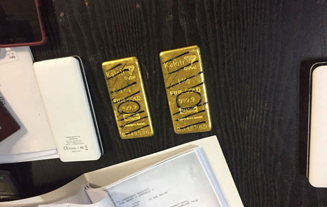 Singer and beautician nabbed with gold slabs hidden inside power banks