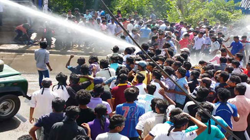 Police fire tear gas to students protesting near Parliament