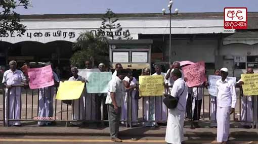 Retired Civil Security Force personnel protests at Fort