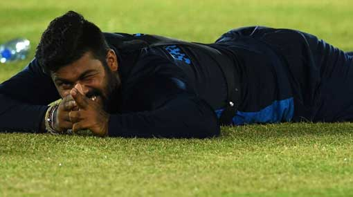 Lahiru Kumara axed from Sri Lanka squad for breaking team curfew