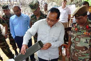 Cambodian deminers visit Muhamalai...