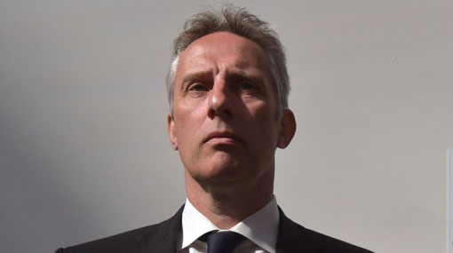 Ian Paisley readmitted to the DUP after failing to declare Sri Lankan holidays