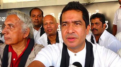 Political crisis burdens public, not Mahinda or Maithri – Sujeewa