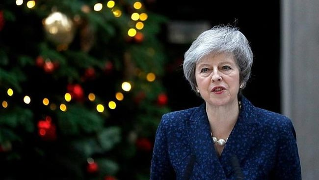 Theresa May survives confidence vote of Tory MPs