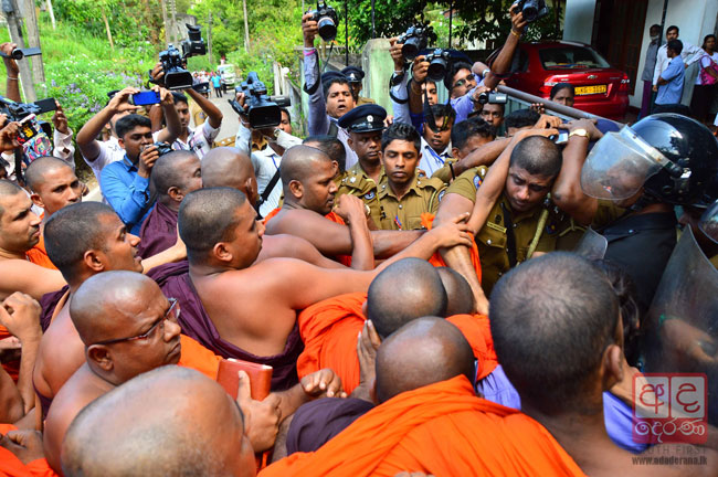Homagama court unrest: Six monks among 11 released on bail