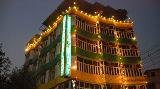 Seventeen killed in massive fire in central Delhi Hotel