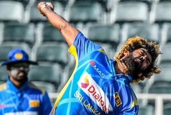 Sri Lanka invite South Africa to bat first