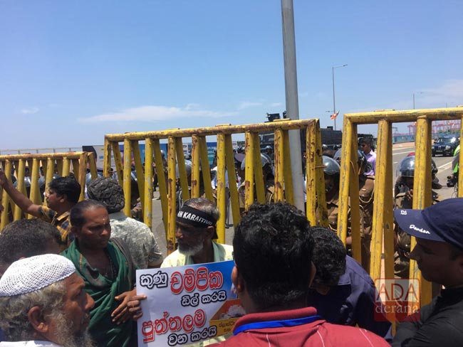 Galle Road closed off due to protest