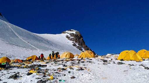 Mount Everest: melting glaciers exposing bodies of climbers