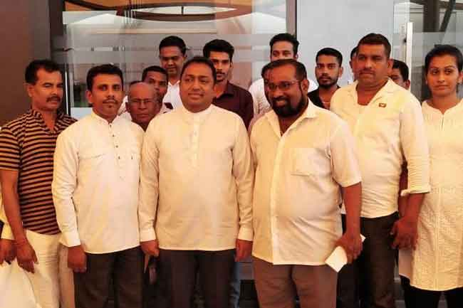 Group of SLFP members join UNP