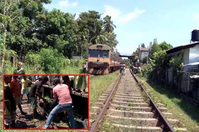 Motorcyclist killed by train at Ja-Ela