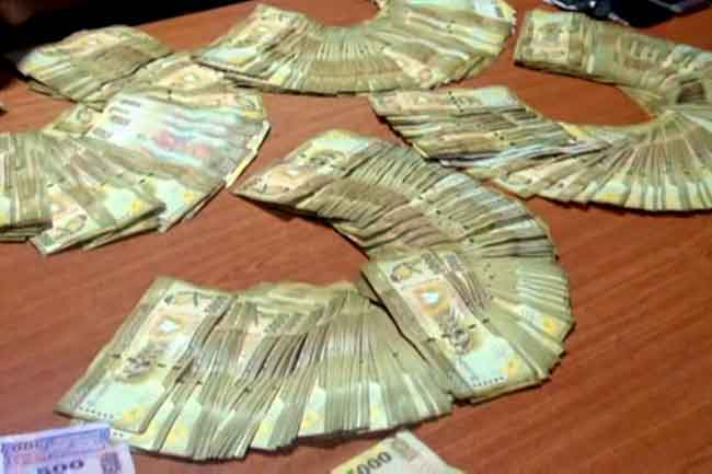 Two nabbed with Rs 3.5 million in cash