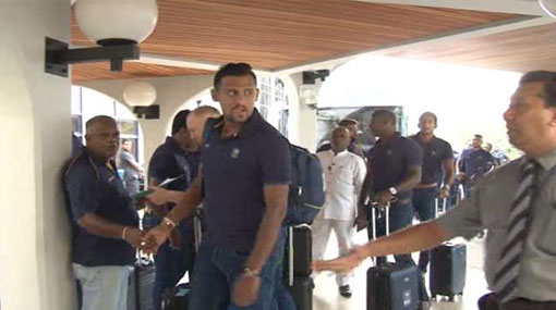 Sri Lankan Cricket squad leaves for England