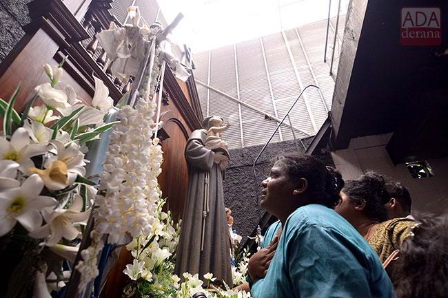 Devotees pray at Kochchikade church…