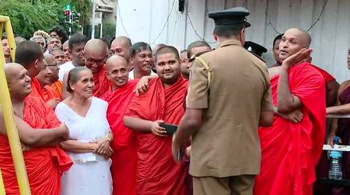 Gnanasara Thero leaves Welikada prison after Presidential pardon