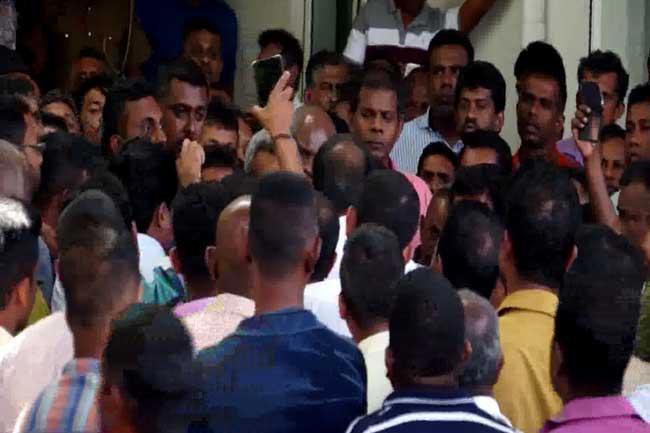 SLTB employees launch islandwide strike