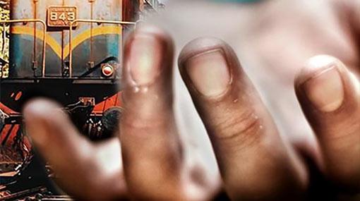 Mother & 2 children killed by train at Kollupitiya