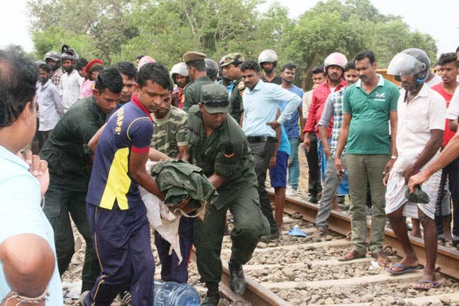 Five soldiers dead, 2 injured as train hits army truck