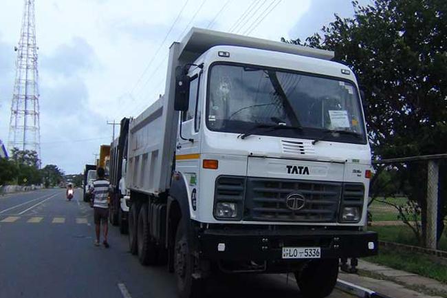 Four tipper trucks transporting garbage to Aruwakkalu attacked