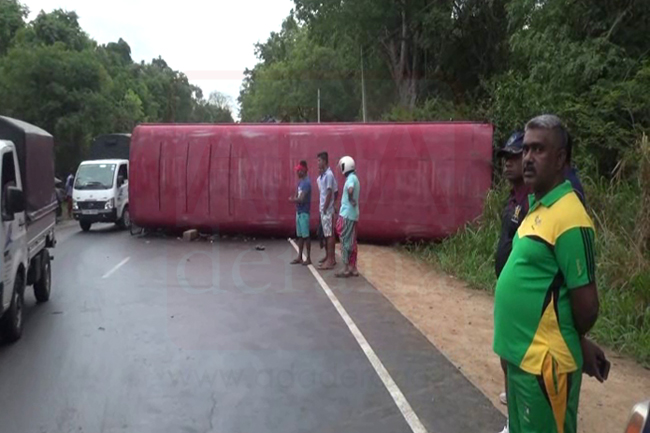 Bus and van collide head-on; 22 hospitalized