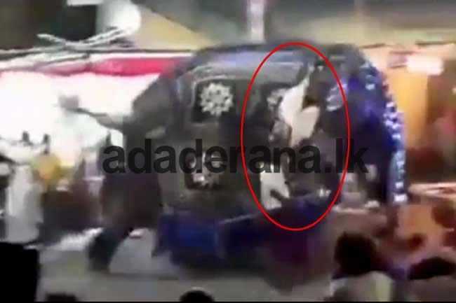 Two distressed elephants at Kotte Perahera injures 17