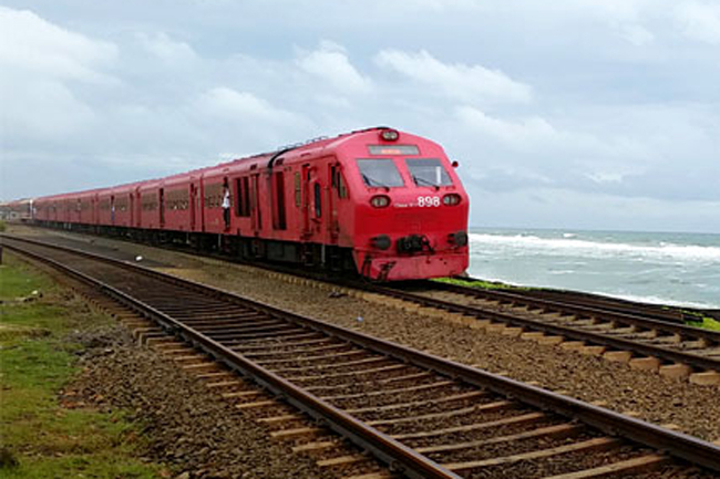 Trains delayed as Ruhunu Kumari stalls at Galle