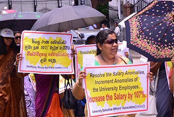 Uni. non-academic staff protest...