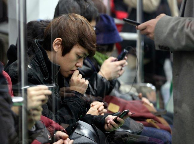 Hooked on the internet, South Korean teens go into digital rehab