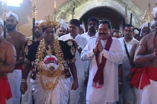 PM obtains blessings at Temple of Sacred Tooth Relic