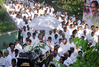 Paying last respects to veteran actor Jayalath Manoratne…