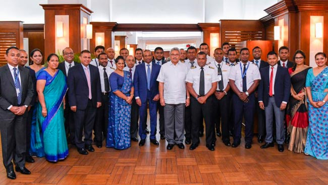 President felicitates SriLankan crew that repatriated students in Wuhan