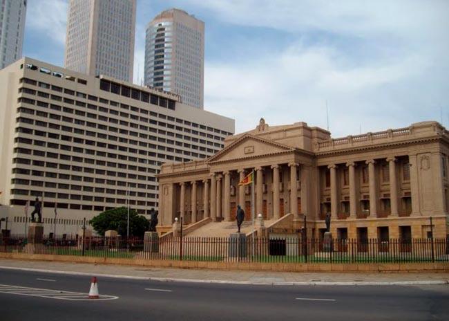 Galle Road closed near Presidential Secretariat