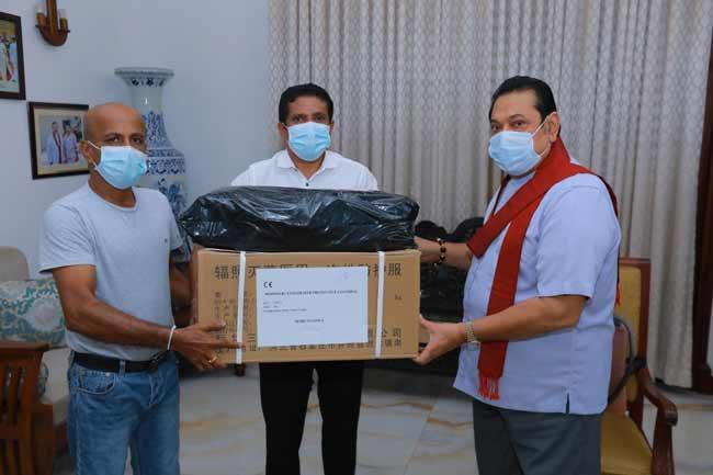PM donates protective gear to Mulleriyawa hospital after 'Derana Aruna' revelation