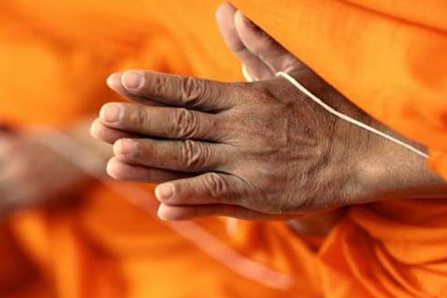 Asgiriya, Malwatta chief prelates request all temples to chant Pirith for a week