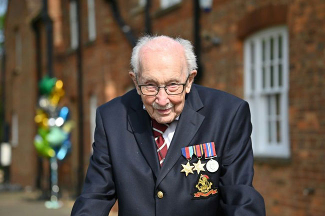 100-year-old WWII veteran 'Captain Tom' to be knighted